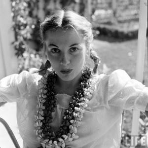 Joan-Fontaine-in-Quality-Street