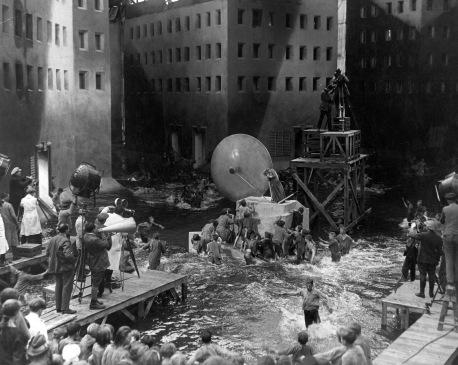 Metropolis-flood-scene
