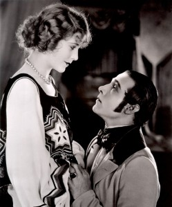 Vilma_Banky-Rudolph_Valentino_in_The_Eagle-851x1024