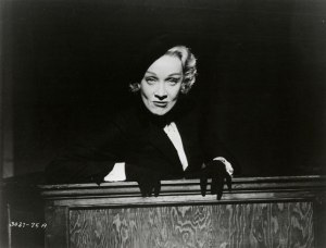 Witness-for-the-Prosecution.-Marlene-Dietrich-2